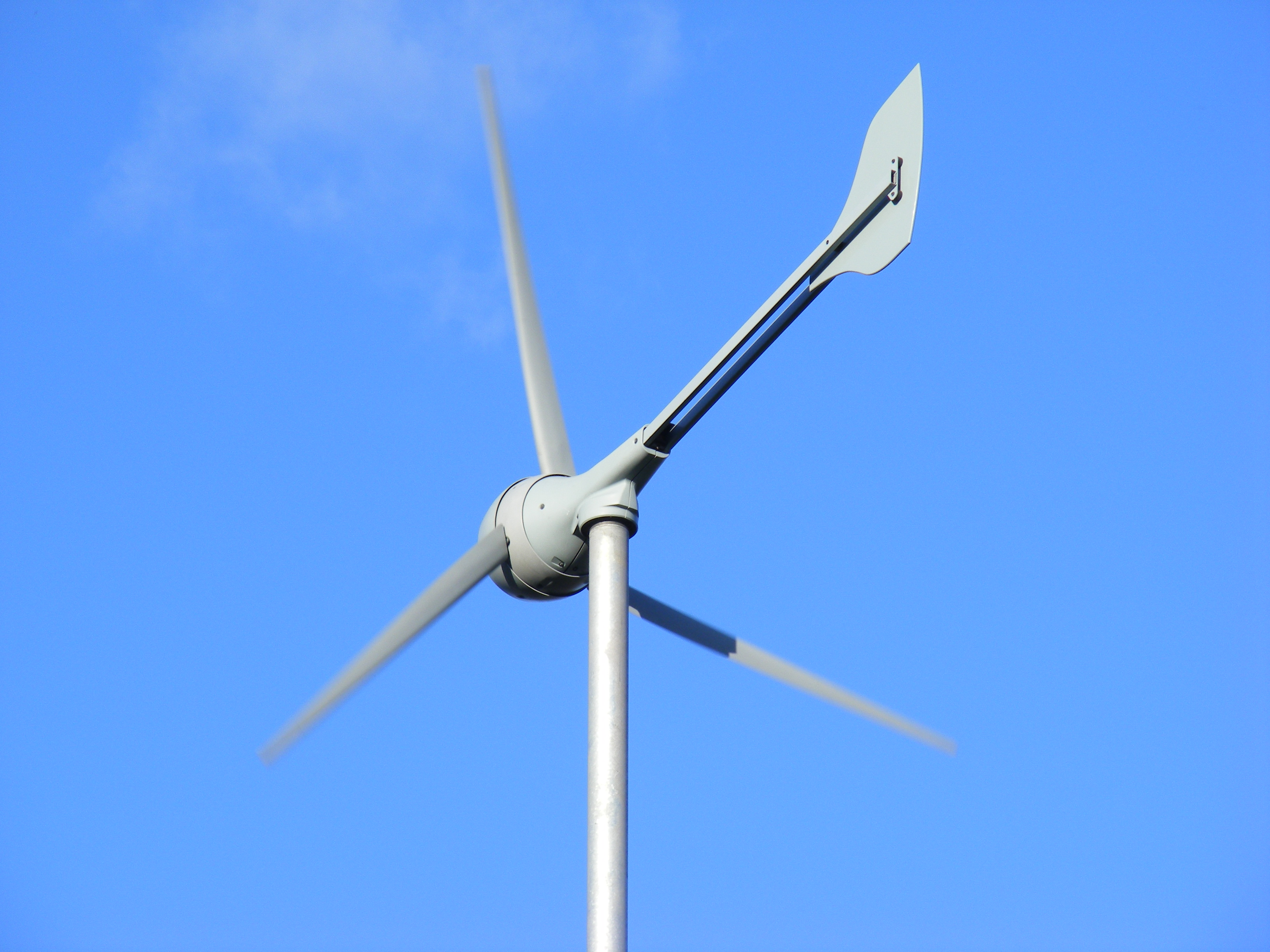 Evance_R9000_5kW_small_domestic_wind_turbine